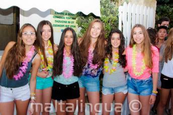 6 filles à la fête de bienvenue