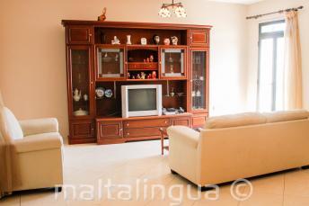 Salle de séjour d'une famille d'accueil maltaise