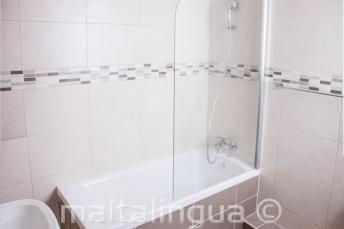 Salle de bain de l'appartement de l'école à St Julians