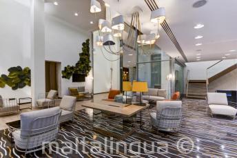 Hall et coin salon de l'hôtel Valentina, St Julians