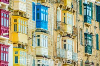 De nombreux balcons colorés maltaises