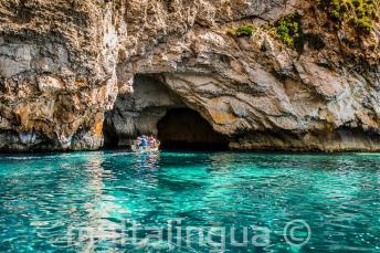 Eau turquoise à Blue Grotto, Malta.