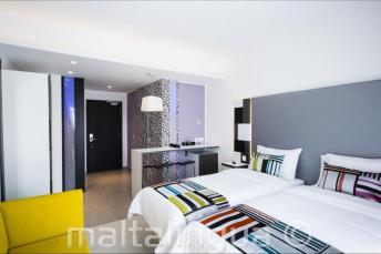 Chambre moderne à l'hôtel Valentina, Malte