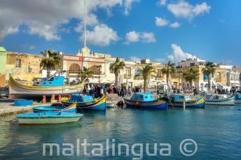Bateaux dans un village de pêcheurs à Malte
