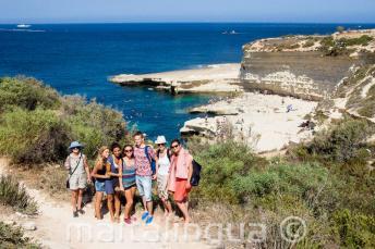 Les étudiants d'anglais visitent St Peter's Pool, Malte