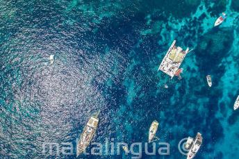 Photo aérienne des bateaux à Crystal Bay, Comino