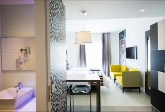 Photo de la suite et la salle de bain de l'hôtel Valentina