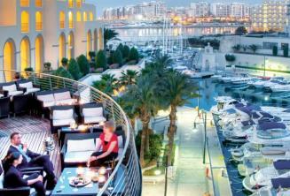 Balcon et Portomasso Harbor à l'hôtel Hilton Malte