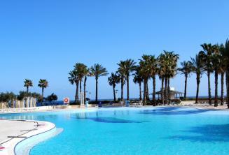 Piscine avec vue sur la mer du Hilton Malte