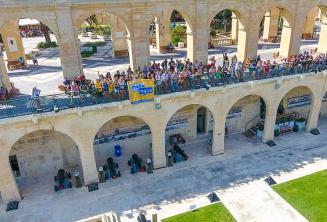 Les étudiants de Maltalingua à Upper Barrakka, Valletta