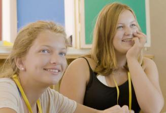 Étudiants écoutant l'enseignant